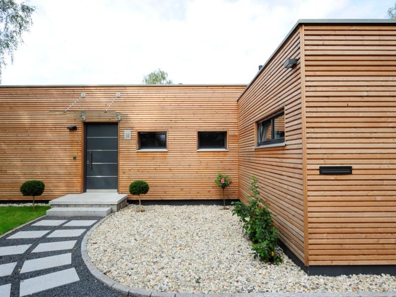 Holzhaus bungalow flachdach  Holzhaus von Baufritz - Bungalow Modern