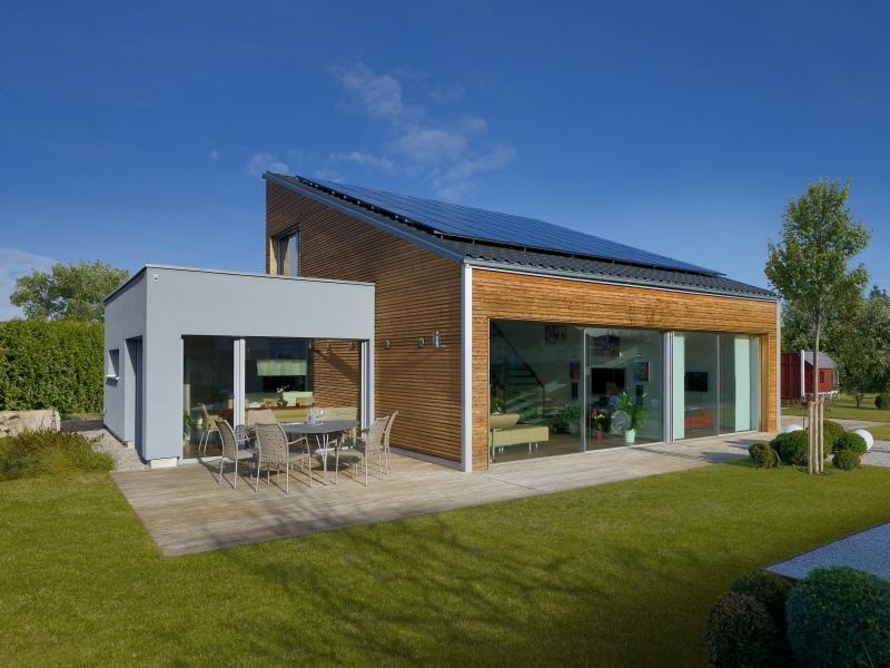 Modernes fertighaus von baufritz haus ederer for Haus bauen pultdach