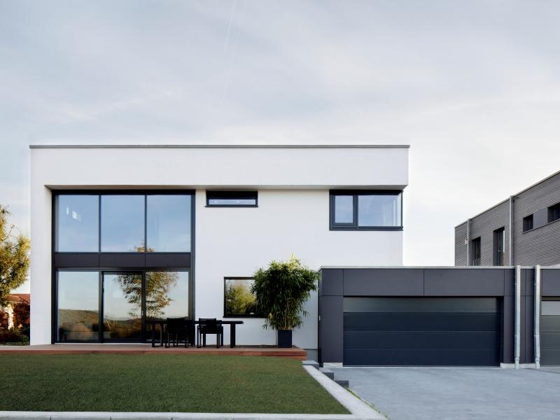Modernes fertighaus von baufritz haus nilles for Rechteckiges haus