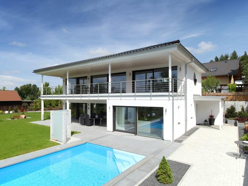 Fertighaus villa mit pool  Fertighaus über 300.00€ von Baufritz - Haus Riederle