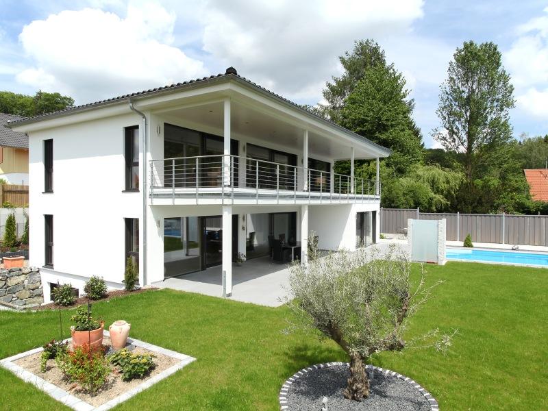 1 platz kategorie modern haus riederle von baufritz for Flachdachhaus mit garage