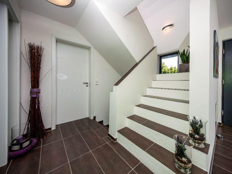 modernes massivhaus von baumeister haus haus vettel. Black Bedroom Furniture Sets. Home Design Ideas