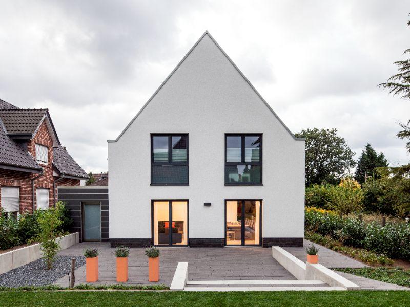 Modernes Satteldachhaus modernes massivhaus baumeister haus haus vollrath
