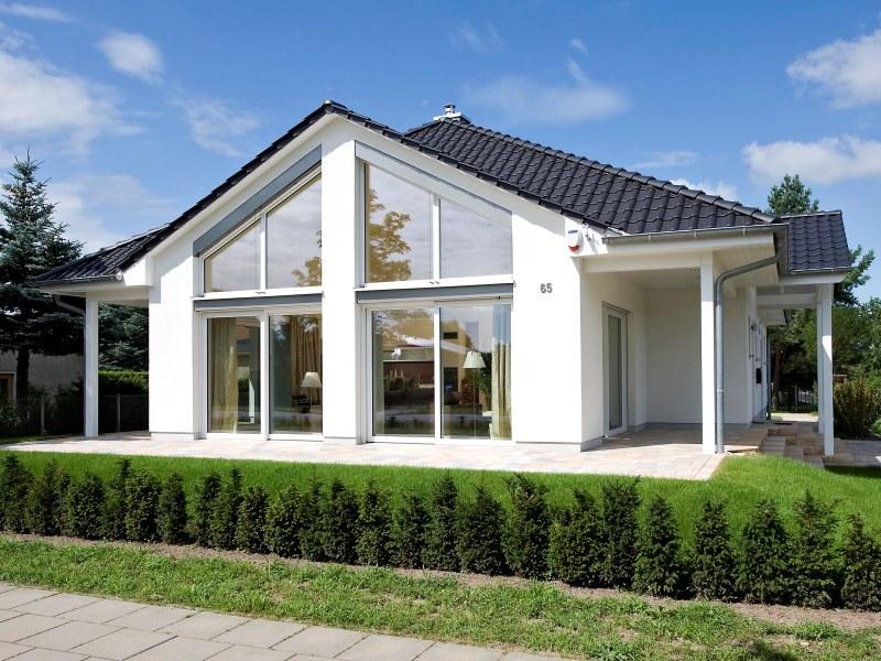 massive h user von heinz von heiden villa oranienburg. Black Bedroom Furniture Sets. Home Design Ideas