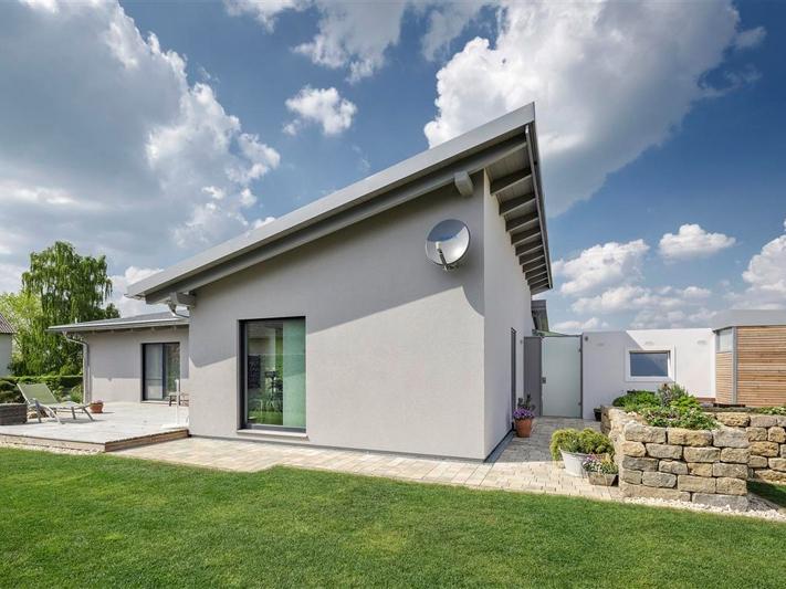 fertighaus von luxhaus bungalow pultdach 145. Black Bedroom Furniture Sets. Home Design Ideas